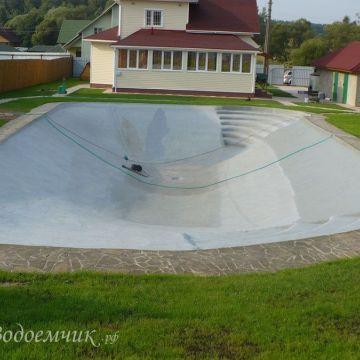 Пруд на даче для купания